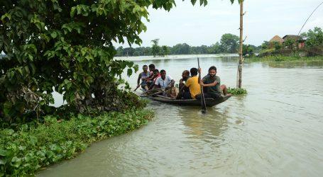 Zbog poplava u Indiji i Nepalu raseljeno gotovo 4 milijuna ljudi, 189 poginulo