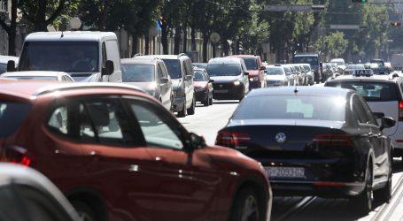 HAK: Pojačan je promet na gradskim cestama, mogući povremeni zastoji i vožnja u koloni