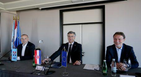 """ZAVRŠIO SASTANAK: PLENKOVIĆ: """"Naši partneri su manjine, Radimir Čačić i HNS"""""""
