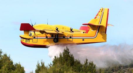 Dva protupožarna aviona sudjeluju u gašenju požara kod Knina