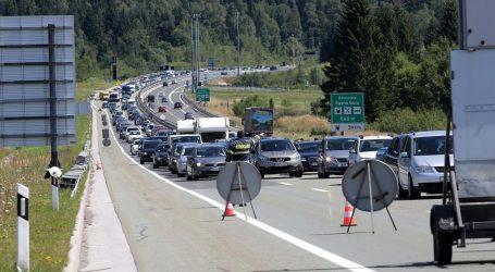 HAK: Na granicama moguća čekanja, zbog pojačanog prometna mogući zastoji i na autocestama