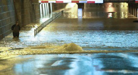 Policija stavila lisice čovjeku koji je otvorio branu da spasi kvart od poplave, mora na sud