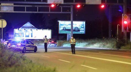 Teška nesreća u Zagrebu, automobil udario u stup, jedna osoba poginula