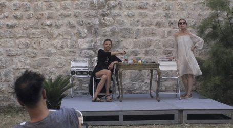 Dvije dubrovačke kundurice tračaju kolege, političare i državu