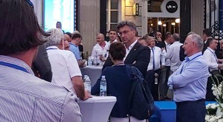Plenković stigao u stožer HDZ-a, dočekan velikim pljeskom