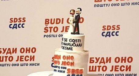 """SDSS u stožeru sa svadbenom tortom: """"Brak je sklopljen bez predbračnog ugovora"""""""