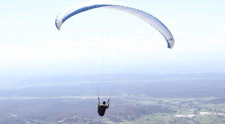 Adrenalinski izazov na nebu iznad Ölüdeniza, iskusni letač sjedio, jeo i pio