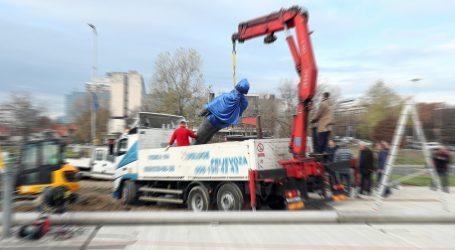 Kip 'Surge Of Power' postavljen pa brzo uklonjen s podesta u Bristolu