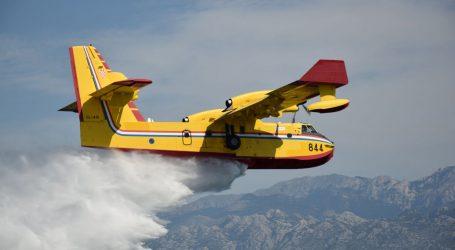 Lokaliziran požar kod Muća, gasilo ga pet protupožarnih zrakoplova
