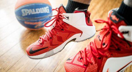 """NBA: Kartica iz Jamesove """"rookie"""" sezone prodana za 1.8 milijuna dolara"""