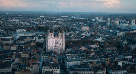 Buknuo požar u katedrali u Nantesu, vatrogasci na terenu