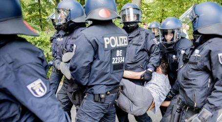 U rastjerivanju prosvjednika u Berlinu ozlijeđeno 18 policajaca