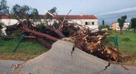 Nevrijeme u zapadnoj Hrvatskoj, oko Karlovca uništeni krovovi