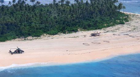 """Spašeni na pacifičkom otočiću nakon što su ispisali veliki """"SOS"""" u pijesku"""