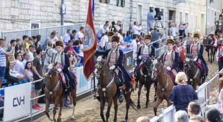 Počela 305. Sinjska alka, alkarski vojvoda Boško Ramljak zahvalio državnom vrhu