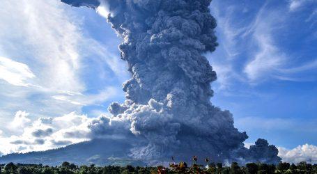 Indonezijski vulkan eruptirao pet kilometara u visinu
