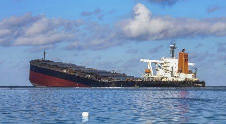 Prepolovio se brod koji je uzrokovao ekološku katastrofu na Mauricijusu