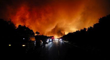 Kalifornijski šumski požari se šire, deseci tisuća ljudi evakuirani