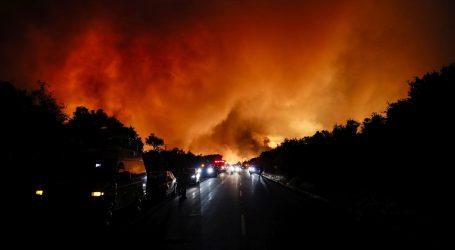Ogromni šumski požar pokrenuo vatrene vrtloge u Sjevernoj Kaliforniji
