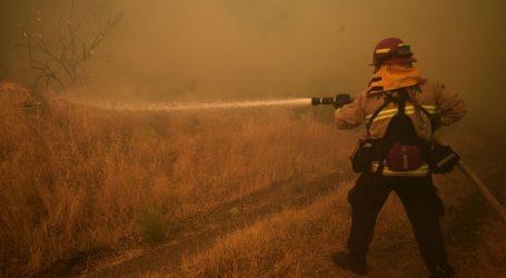 Požari izazvani tisućama munja bjesne Kalifornijom, deseci tisuća napustili domove
