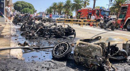 Ugašen požar u Splitu, na Rivi gorjeli parkirani motocikli