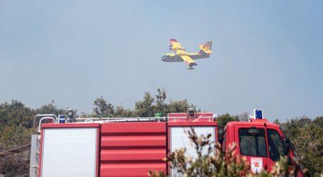 Na Hvaru lokalizirana dva požara, sinoć buknuo treći