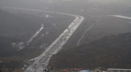 HAK: Smanjena je vidljivost zbog magle, vozači oprez