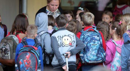 Otvaraju se škole u Europi unatoč koronavirusu, uz maske, praznije razrede i kraće sate