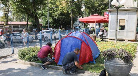"""Šator pred dječjom klinikom: """"Hoćemo k djeci u bolnicu!"""""""