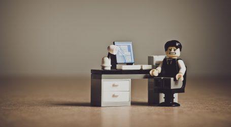 Osam sati sjedite na poslu? Evo kako pomoći svojim leđima i riješiti se ukočenosti