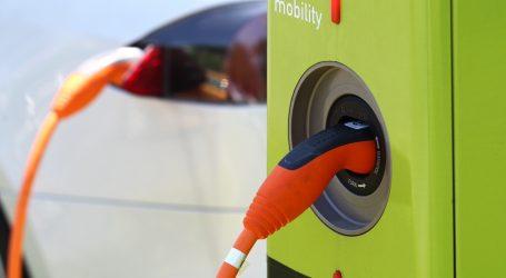 Vozači u Pekingu često zamjenjuju baterije svojih električnih vozila
