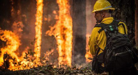 Veliki požar na obali blizu Marseillea, evakuiraju se tri kampa