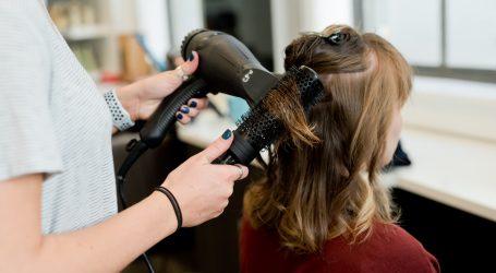 Brojne ideje za frizure sa spužvom za punđu