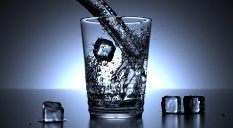Dehidrirati možete i sjedeći na kauču, za vrijeme vrućina pijte što više tekućine