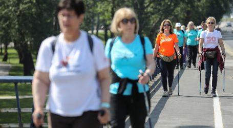 Vremešni Amerikanac ne odustaje od pješačenja