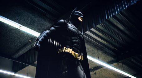 Batman donosi hranu beskućnicima u Santiagu