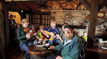 Kazna od 1000 funti za engleske pubove koji će preglasno puštati glazbu