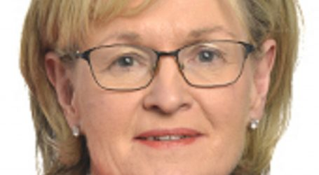 EK: Irkinja Mairead McGuinness umjesto Phila Hogana