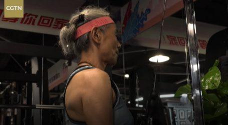 Vitalna baka svaki dan vježba u teretani