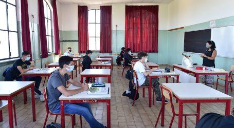 Povratak u škole: Talijanske đake od ponedjeljka očekuje 'novo normalno'
