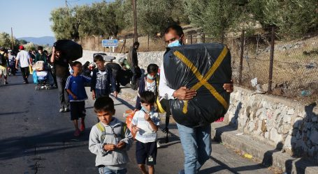 Grčka prebacuje 700 migranata s Lezbosa