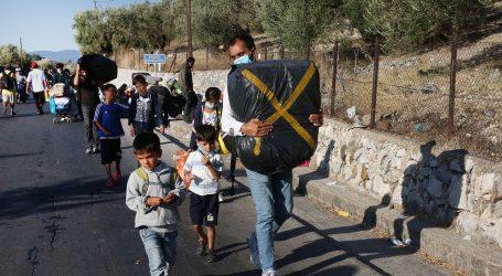 Migranti s Lezbosa spavaju uz cestu, stotine maloljetnika prevezeno na kopno