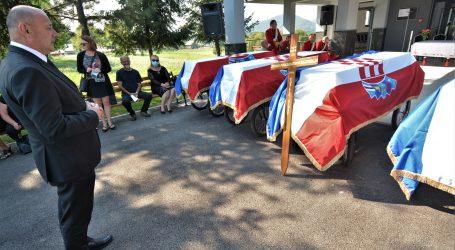 OTOČAC: Pokopani posmrtni ostaci petnaest civila likvidiranih 1946.
