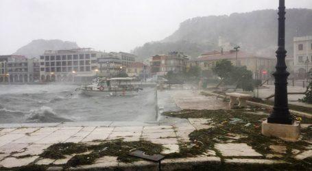 Mediteranski uragan rušio stabla i ostavio bez struje tri grčka otoka