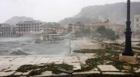 Razorna oluja u središnjoj Grčkoj, smrtno stradale dvije osobe