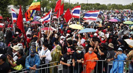 Masovni tajlandski prosvjed protiv vlade i monarhije