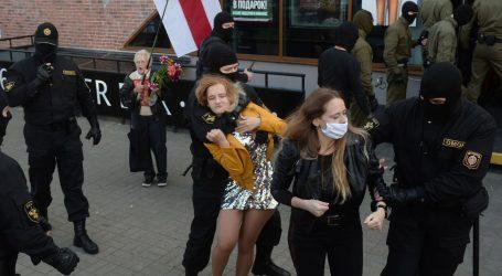 Bjeloruski prosvjednici nastavljaju pritisak prosvjedom i razotkrivanjem policajaca