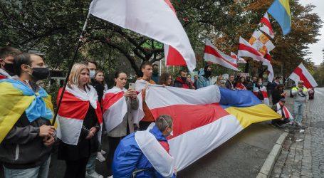 """Deseci tisuća Bjelorusa protiv Lukašenka na """"narodnoj inauguraciji"""""""