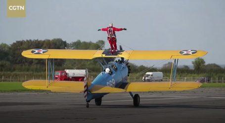 Neustrašivi 89-godišnjak izveo zračnu akrobaciju