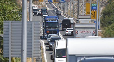 HAK: Vjetar na Jadranskoj magistrali ograničava i usporava promet